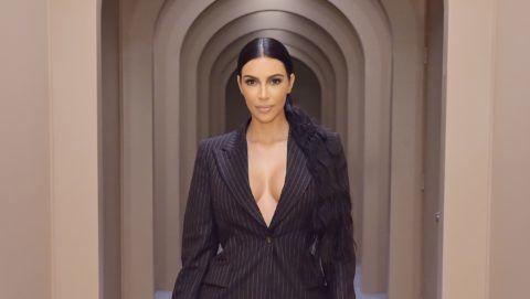 kim kardashian pikkelysömörben szenved fotó otthoni pikkelysömör kezelése propolissal