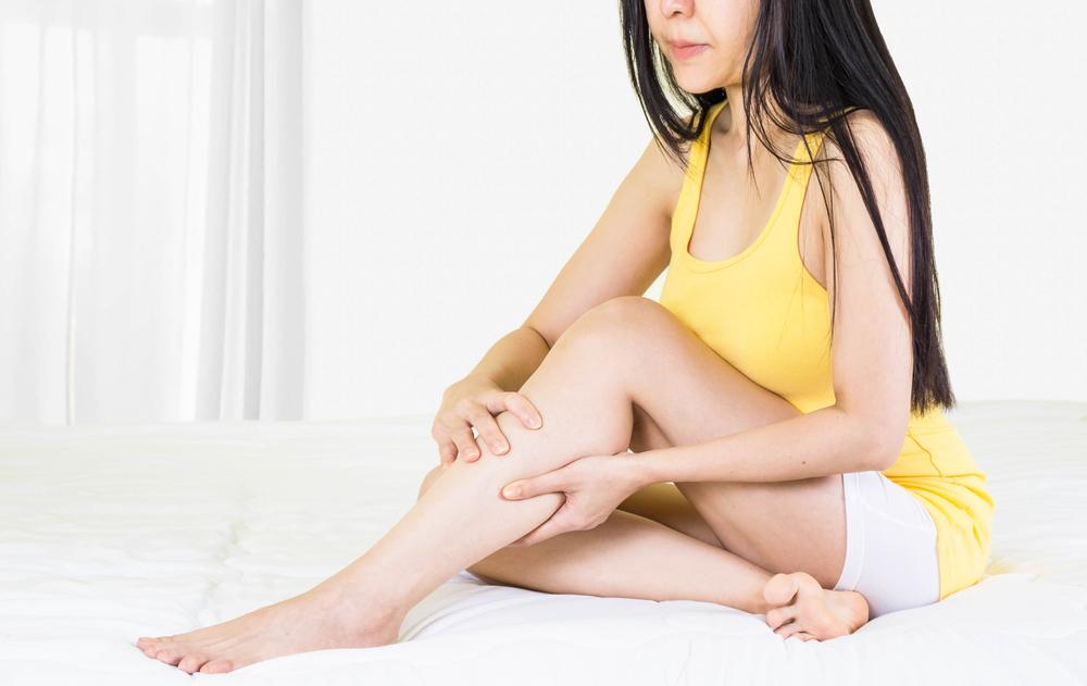 bőrkiütések vörös foltok formájában a lábakon